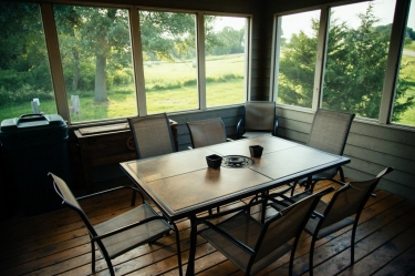 Screened porch to relax during your weekend getaways in Illinois