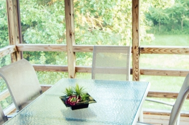 Zen Getaway Cabin's covered terrace with a table for six