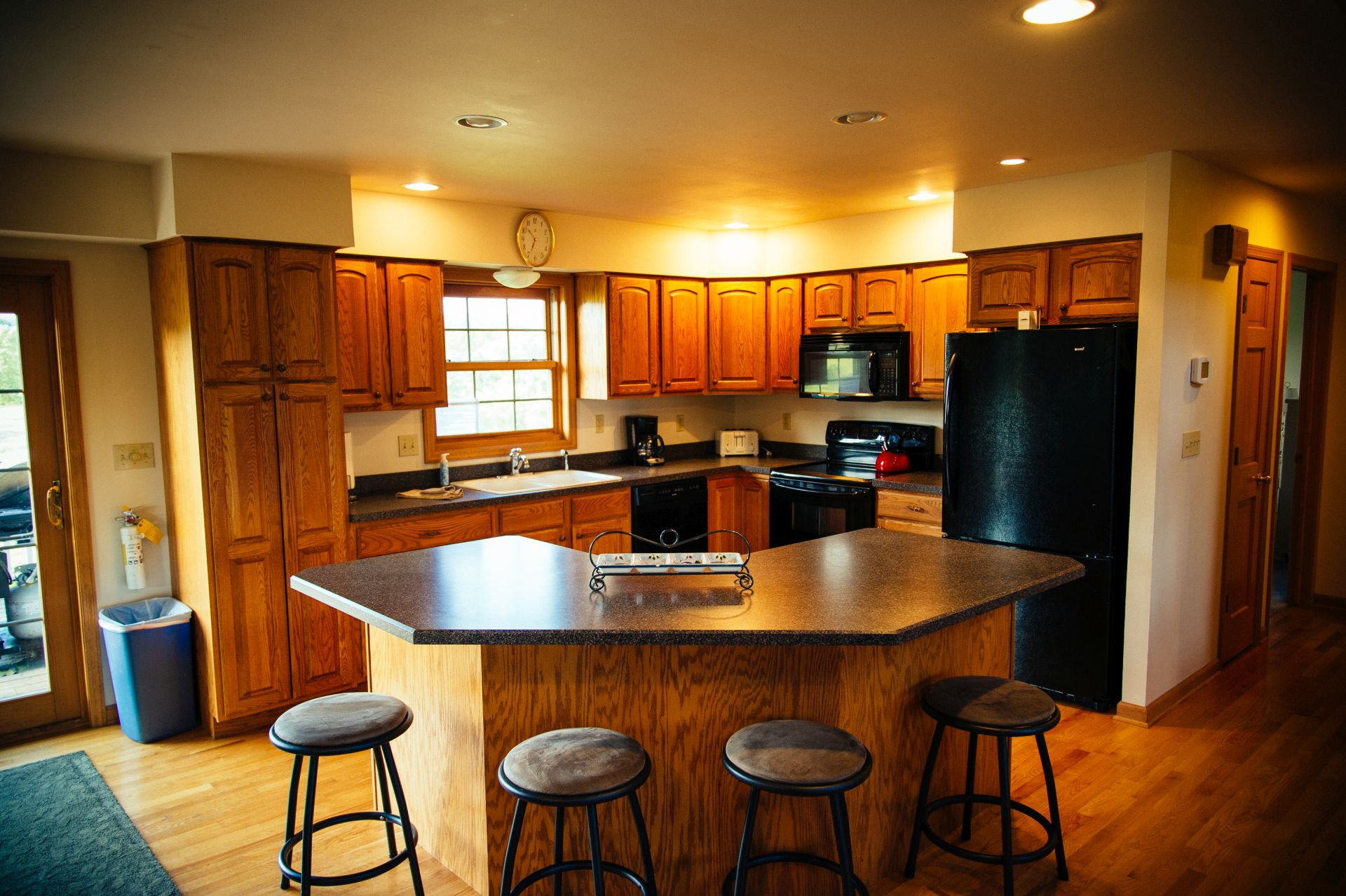 Fully appointed, spacious kitchen in Luxury Log Cabin Galena